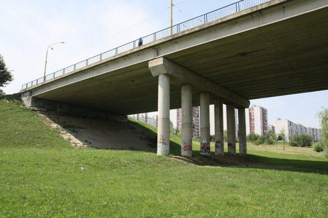 Pod mostom je_bál
