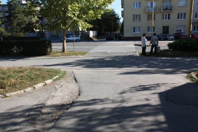 Prechod pre chodcov, alebo pre autá?